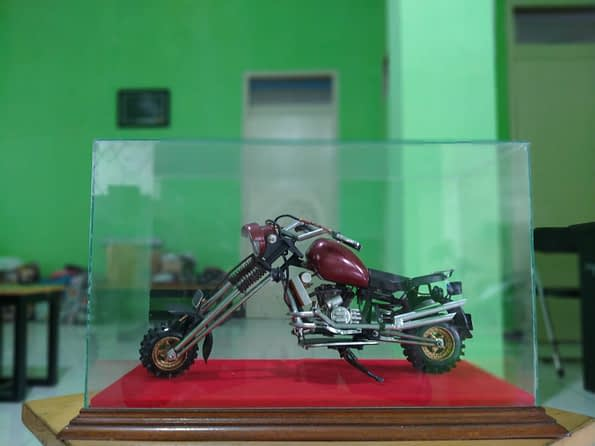motor didalam kaca