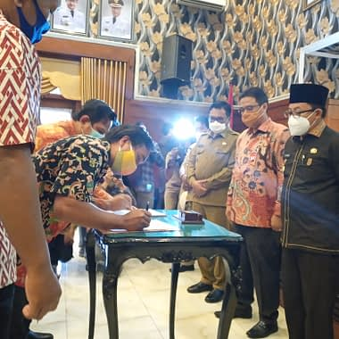 Penandatanganan PKS (perjanjian kerja sama) antara MalangGleerrr.com dan Bank Jatim